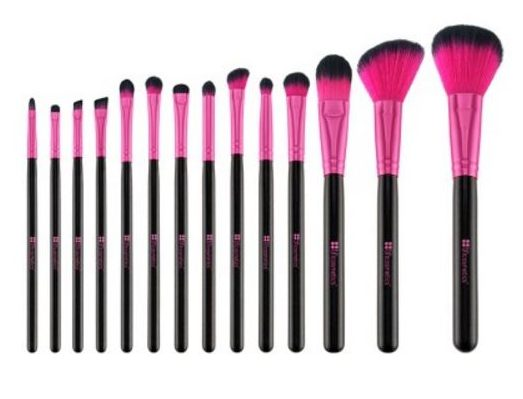 15 Under $40 Stylish Gifts including this pretty brush set!