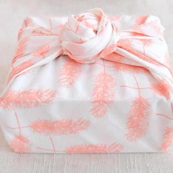 Maika gift wrap