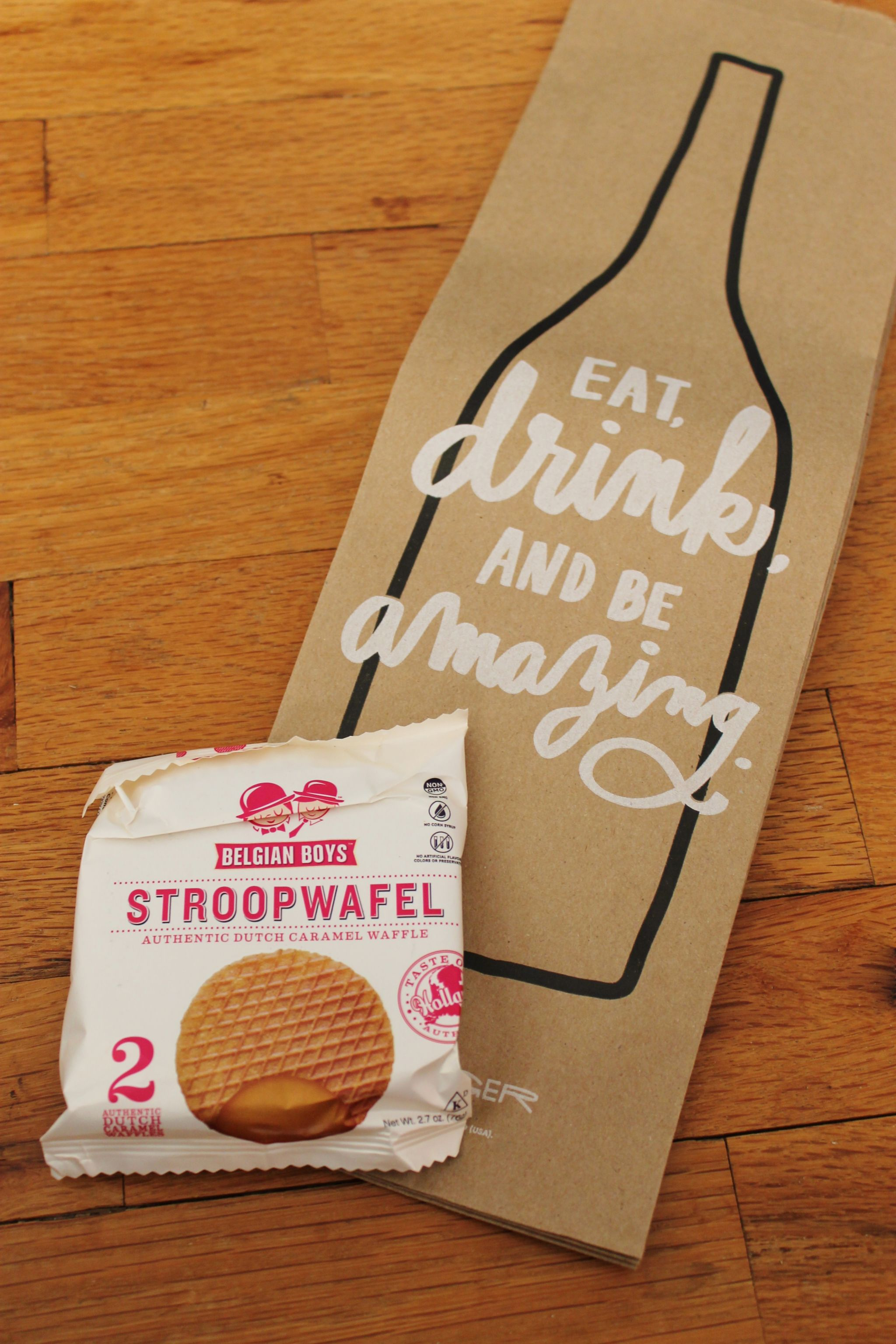 Popsugar Must Have October box review paper bags and De Stroopwafel