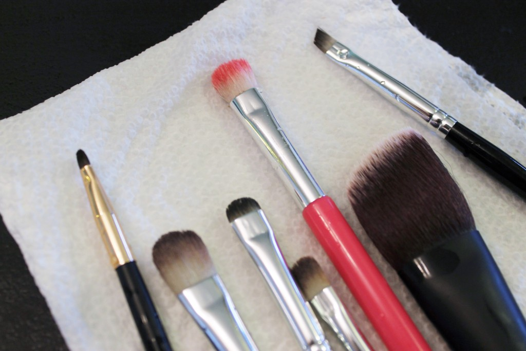 cleaning makeup brushes drying