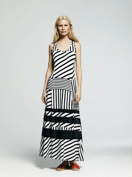 outfits every woman needs to own kohls peter som maxi dress